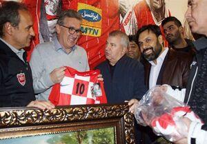 عکس/ پیراهن تیم ملی کرواسی هدیه برانکو به پروین