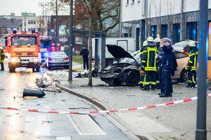 کشته و زخمی بر اثر ورود خودرو به ایستگاه اتوبوس