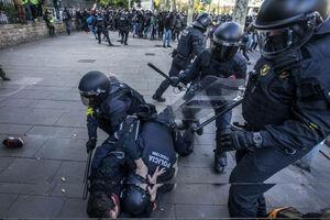 عکس/ درگیری جداییطلبان کاتالونیا با نیروهای امنیتی
