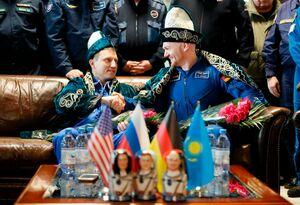 عکس/ فضانورد روسی آلمانی در لباس سنتی قزاقستان