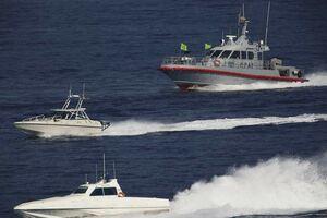 لحظه نزدیک شدن قایقهای سپاه به ناوآمریکایی