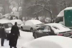 فیلم/ سُر خوردن ماشین ها در برف!