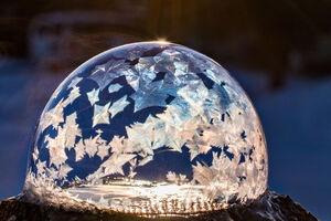 فیلم/ یخ زدن حباب در دمای زیر صفر!