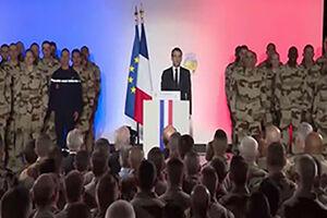 فیلم/ غش کردن نظامی فرانسوی در کنار ماکرون!