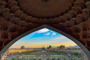 سر در بازار قیصریه ، میدان نقش جهان ، اصفهان