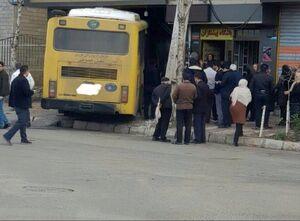 عکس/ ورود اتوبوس به مغازه قنادی!
