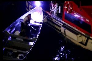 فیلم/ نجات دو نفر از دریا پس از ۲۰ روز!