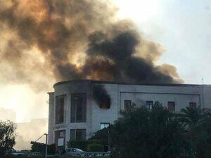عکس/ انفجار انتحاری در ساختمان وزارت خارجه لیبی