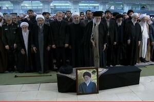فیلم/ اقامه نماز رهبر انقلاب بر پیکر آیت الله هاشمی شاهرودی