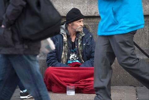 بحران بی خانمانی در انگلیس / هزاران انگلیسی در اتومبیل و چادر زندگی میکنند
