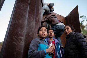 تلاش مهاجران برای ورود به آمریکا