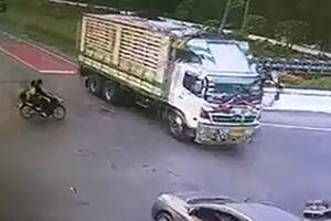فیلم/ دست فرمون فوقالعاده یک راننده کامیون!
