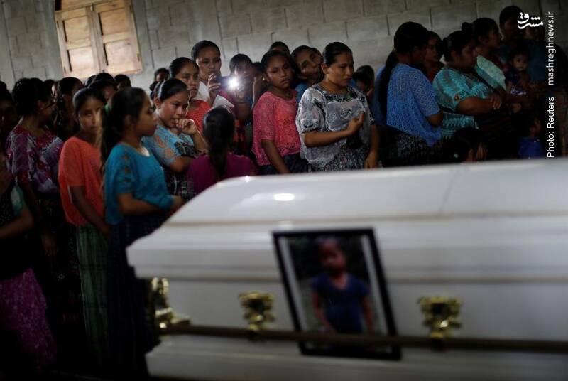 مراسم ترحیم دختر 7 ساله گواتمالایی که در پاسگاه مرزی آمریکا بازداشت شده و از دنیا رفت.