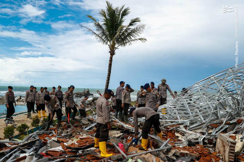 هتل ساحلی در اندونزی که توسط سونامی مرگبار اخیر به این روز افتاده است.