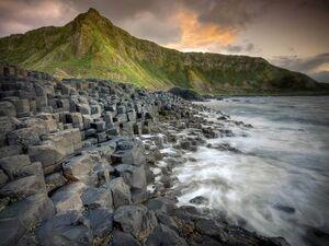 ساحل سنگی زیبا در ایرلند