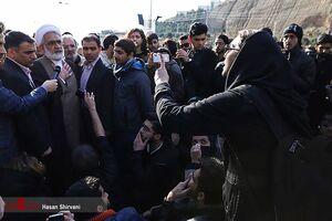 """دست به سینه شدن """"دادستان"""" در برابر دختر دانشجو +عکس"""