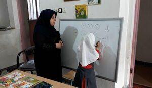 وقتی یک شهر برای دختر ۷ ساله بیمار بسیج میشود/ زهرا در کلاس کوچک یک نفره درس می خواند
