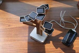 عکس/ شارژ موبایل از طریق انرژی خورشیدی