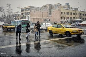 برف خیابانهای تهران را قفل کرد