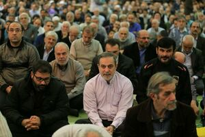عکس/ بطحائی در میان نمازگزاران جمعه تهران