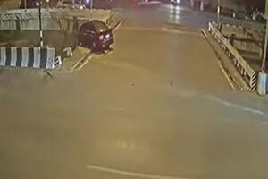 فیلم/ سقوط خودرو به رودخانه پس از تصادف!