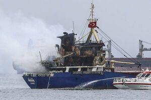 عکس/ آتش گرفتن یک کشتی در ترکیه