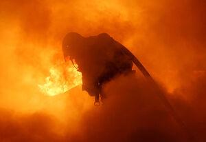 فیلم/ آتش سوزی مرگبار در مغازه مکانیکی!