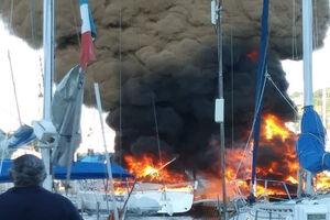 فیلم/ انفجار قایق تفریحی حین سوخت گیری!