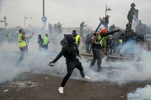 """فیلم/ اوضاع متشنج در""""طاق پیروزی""""پاریس!"""