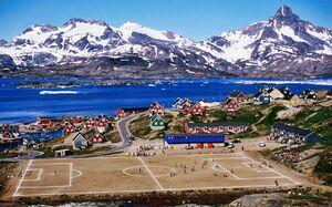 عکس/ بازی فوتبال در کنار اقیانوس منجمد شمالی