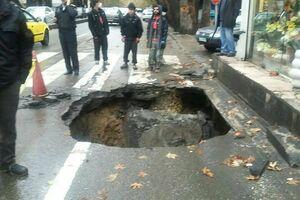 نشست زمین در خیابان مولوی