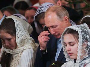 حضور پوتین در کلیسای زادگاهش برای مراسم کریسمس