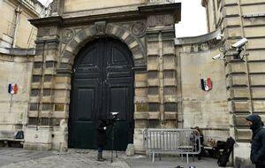 عکس/ حمله معترضان فرانسوی به منزل سخنگوی دولت