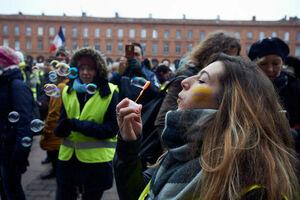 عکس/ تظاهرات زنان جلیقه زرد در فرانسه