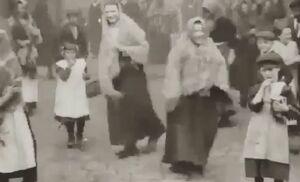 حجاب زنان انگلیس در ۱۰۰ سال قبل +فیلم