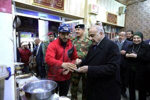 عکس/ گشتوگذار عبدالمهدی در خیابان الرشید بغداد