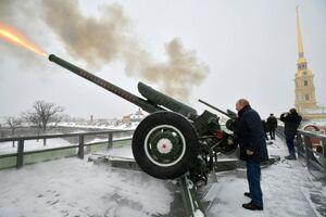 شلیک توپ توسط پوتین