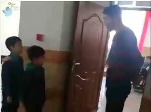 فیلم/ استقبال خاص معلم گیلانی از دانشآموزان