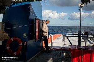 عکس/ مهاجران نجات یافته از امواج خروشان