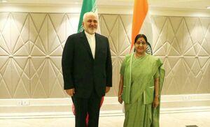 ظریف و «سوشما سواراج» وزیران امور خارجه جمهوری اسلامی ایران و هند در دهلی نو دیدار و گفتوگو کردند
