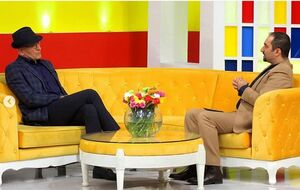 مجری معروف تلویزیون در کنار حضرت والا +عکس