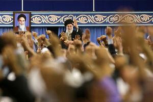 فیلم/ همخوانی مردم قم در ابتدای دیدار با رهبرانقلاب