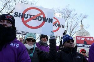 تجمع صدها کارمند آمریکایی در اعتراض به تعطیلی دولت