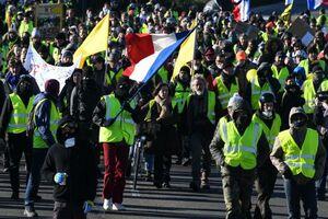 فیلم/ تجمع پاریسیها در میدان باستیل!