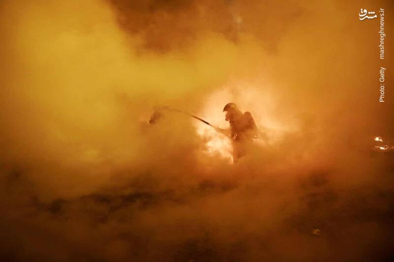خودروها در پاریس همچنان در آتش جدال جلیقهزردها با پلیس میسوزد.