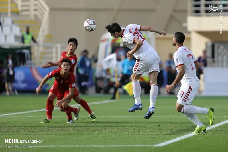 عکس/ حاشیه دیدار تیمهای فوتبال ایران و ویتنام