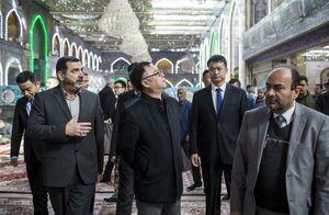هنگام حضور در حرم حضرت ابا الفضل علیه السلام سفیر چین در عراق اعلام کرد: تلاش های بزرگی انجام دادیم تا زوار چینی براحتی در زیارت اربعین شرکت نمایند.