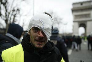 عکس/ برخورد شدید پلیس پاریس با معترضان