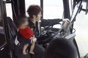 فیلم/ نجات کودک گمشده توسط راننده اتوبوس!