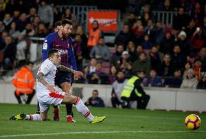 پیروزی بارسلونا در شب دبل سوارس و رکوردزنی مسی
